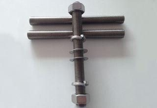 China ASTM A193 Grade B8 Stud Bolt With Nuts and Washers, M13X105mm